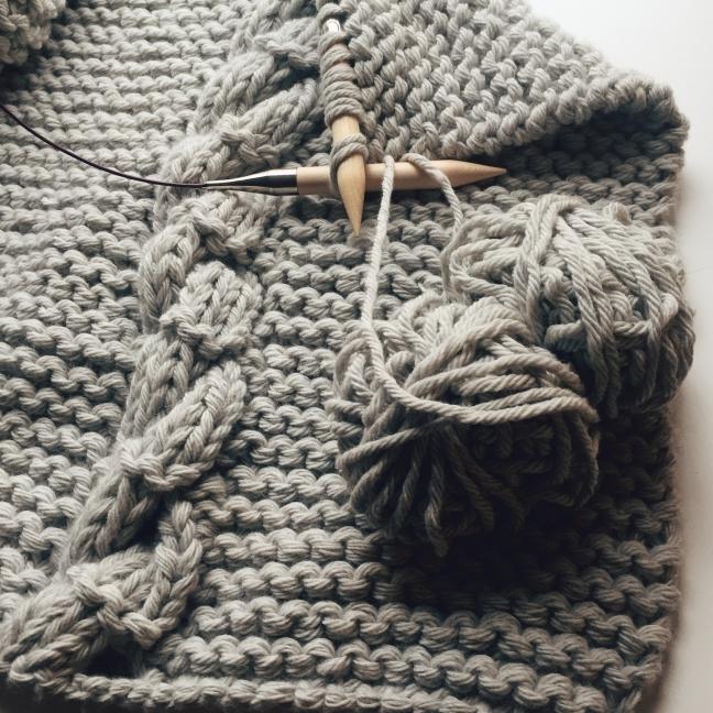 cosy grey blanket elle decoration